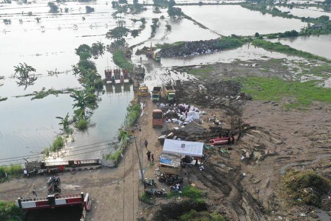 60371 medium 2.000 warga surabaya terdampak banjir akibat luapan kali lamong