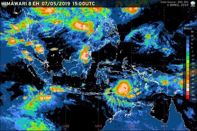60737 medium bibit siklon tropis tumbuh di laut banda  waspada cuaca ekstrem di indonesia timur