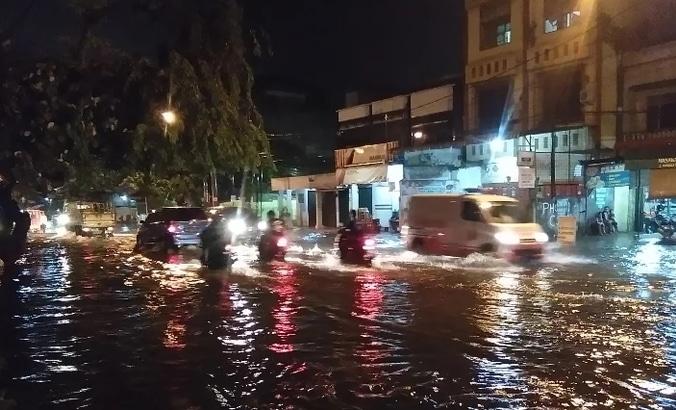 60756 medium drainase buruk  hujan sebentar kota medan langsung terendam banjir