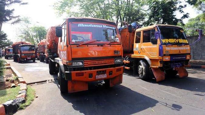 6121 medium jakbar kekurangan truk pengangkut sampah