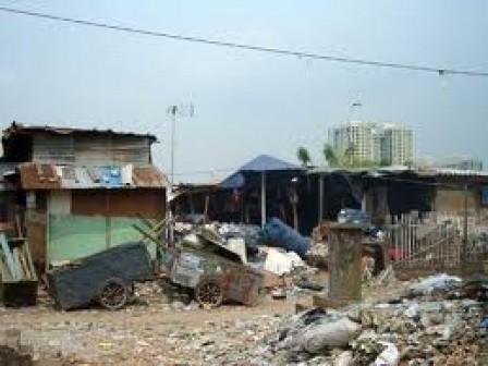 6142 medium lahan milik dki di harapan mulya masih diduduki warga