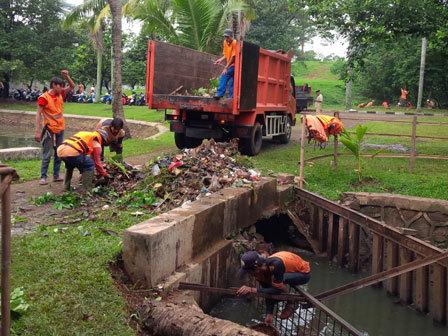 6167 medium saringan pintu air di tmr kerap dirusak warga