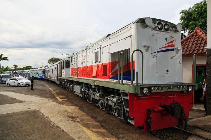 61917 medium pt kai puncak arus mudik penumpang kereta api diprediksi 31 mei