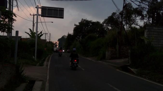 61981 medium tiga lampu pju di jalan ciloa ngamprah rusak hampir setahun
