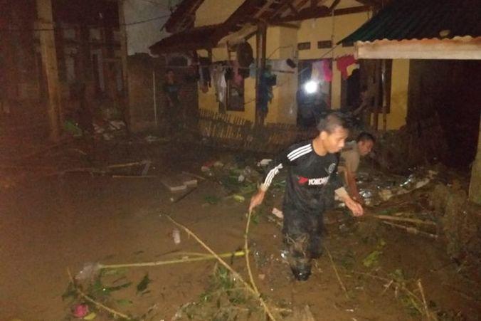 62031 medium banjir bandang terjang lebak  empat kecamatan terdampak