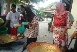62080 small tradisi makan bubur suro sunan bonang saat ramadan di tuban