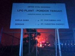 62106 small pertamina pondok tengah terbakar