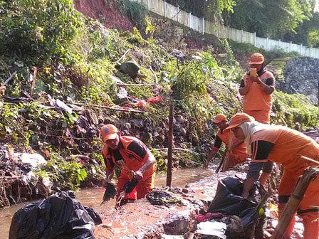 6235 medium air masih menggenang di pondok labu dan kampung rambutan