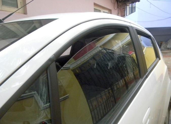 62750 medium slightly open car window