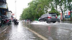 62802 small hujan deras  daerah kobar pontianak tergenang