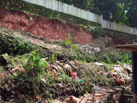 6284 medium warga minta turap hutan kota pondok labu diperbaiki