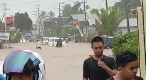 63418 medium banjir masih menggenangi desa sejakah  kotabaru %2810 juni 2019%29