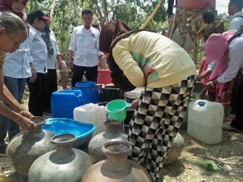 64100 medium warga kamal muara kesulitan air bersih