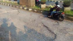 64331 small jalan raya tegar beriman depan ccm bogor rusak parah