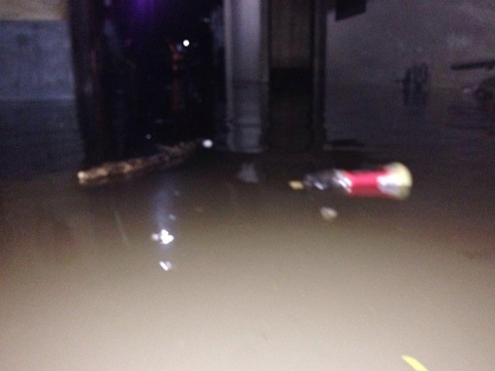 6433 medium bronjong amblas sebabkan jl margasatwa terendam