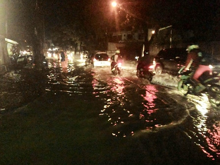 6434 medium jl mabes hankam kerap tergenang saat hujan