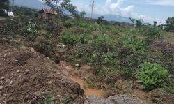 64608 small saluran air ditimbun untuk bangun huntap  kelurahan duyu jadi banjir