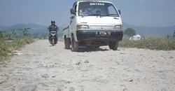 64751 small bertahun tahun dibiarkan  jalan sukajadi kabupaten bandung makin rusak parah