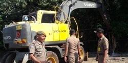 64841 small sampah menumpuk dan sebabkan banjir  satpol pp bongkar jembatan ilegal di bojonggede