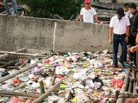 6484 medium tak ada lps  warga buang sampah ke pantai