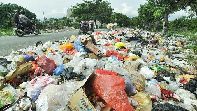 65407 medium warga keluhkan tumpukan sampah di jl tavanjuka mas tinggede sigi palu