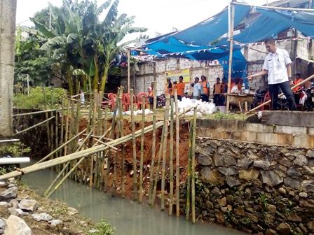 6541 medium longsor di pekayon belum diperbaiki