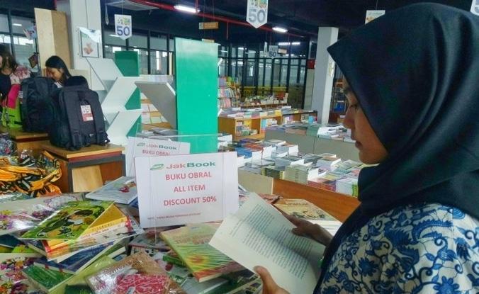 65635 medium jakbook pasar kenari berikan diskon sambut libur sekolah