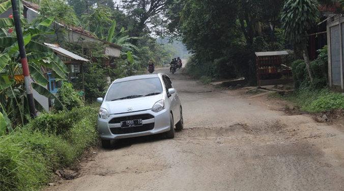 66326 medium dua kilometer rusak parah  tahun ini jalan raya manunggal tenjo dicor
