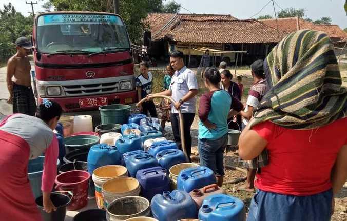 66329 medium kekeringan  pdam dan bpbd kabupaten bekasi salurkan air bersih