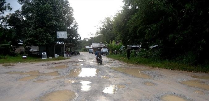 66415 medium rusak parah  jalan raya gdc segera diperbaiki