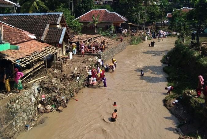 66548 medium kerugian banjir bandang lebak tembus rp 3 miliar