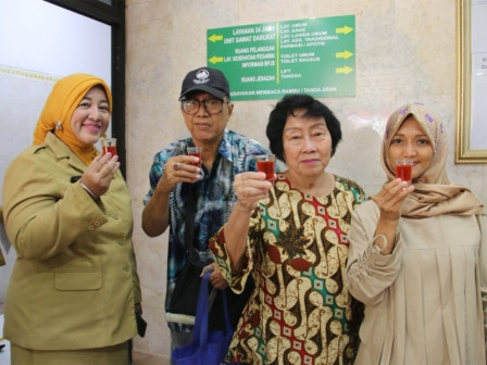 66997 medium pengunjung puskesmas kelapa gading disuguhkan jamu tiap selasa dan jumat