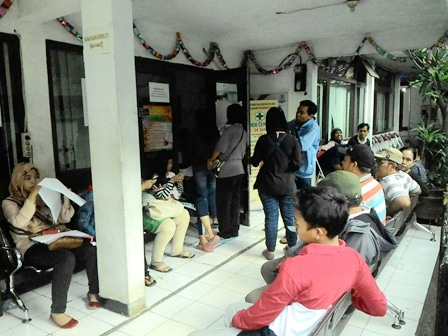 6699 medium pelayanan kependudukan di kelurahan pulogebang dikeluhkan