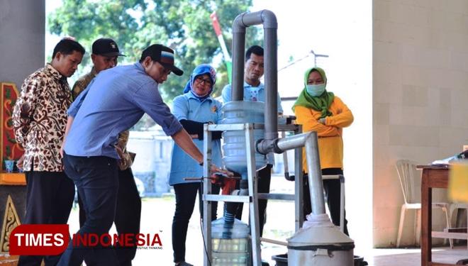 67978 medium atasi sampah  pemuda di lombok barat kenalkan pesta
