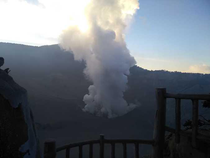 67981 medium kawasan wisata gunung tangkuban parahu tutup sementara