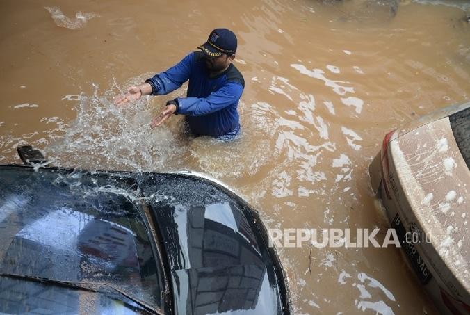 6852 medium banjir kemang