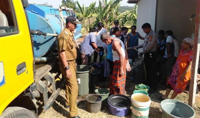 68561 medium musim kemarau  warga bogor kesulitan air bersih