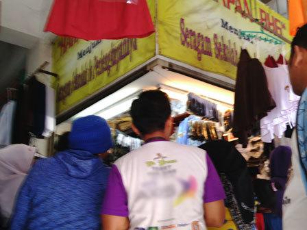 691 medium sejumlah toko di pasar koja baru cairkan dana kjp