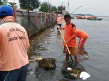 6967 medium pembersihan sampah perairan pulau seribu terkendala