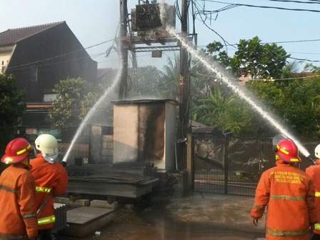 6970 medium korsleting  gardu listrik di cijantung terbakar