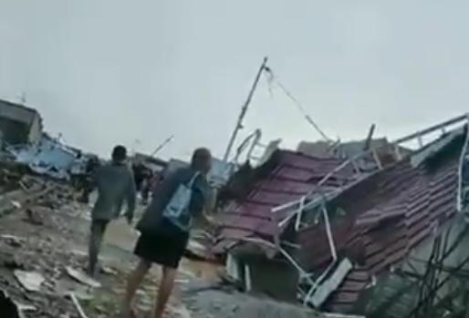 69770 medium hujan disertai angin puting beliung melanda kota pontianak dan sekitarnya
