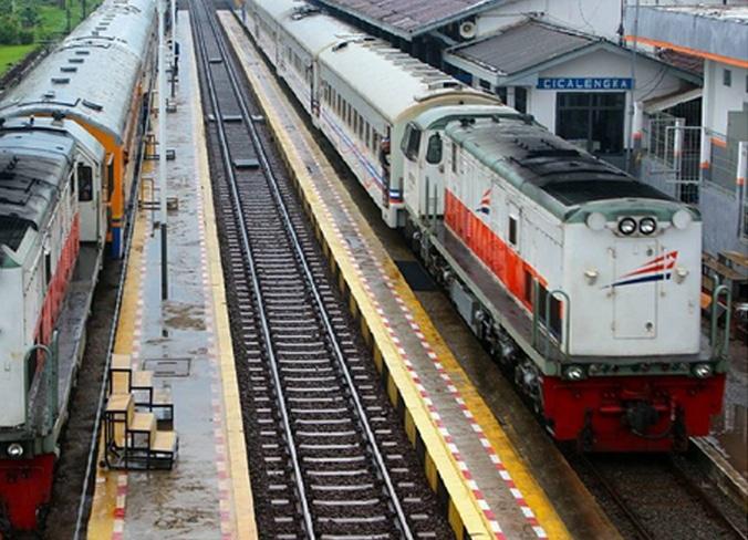 69889 medium kereta api