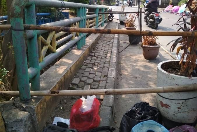 69922 medium waspada jembatan rusak di permata depok