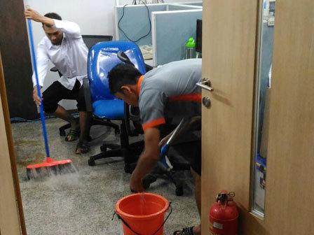 6992 medium puing bangunan sumbat saluran air di kompleks balai kota