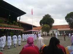 70114 small upacara bendera 2