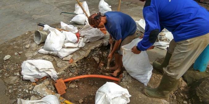 7112 medium kemang banjir lagi  dinas tata air perbaiki tali air