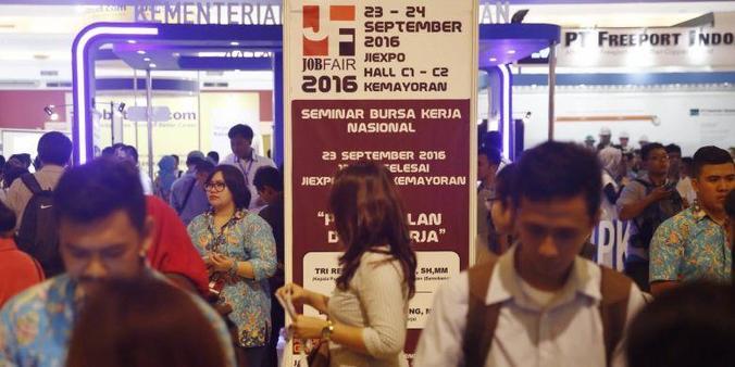 7116 medium angkatan kerja indonesia belum maksimal terserap pasar