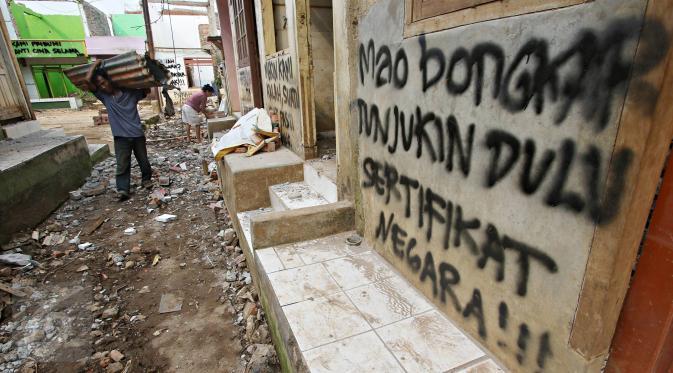 7125 medium warga bukit duri bongkar sendiri bangunan rumahnya jakarta immanuel antonius 03