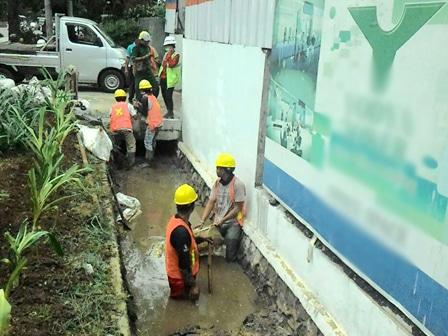 7194 medium genangan di kolong fo cawang akibat saluran tersumbat