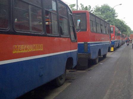 730 medium tak laik jalan  10 metromini di jaksel dikandangkan